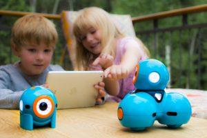 Kids-controlling-robot